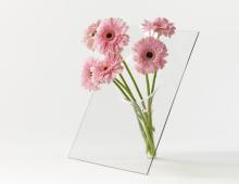 Vase (M) roze gerbera's  680x410